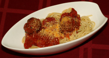 Spaghetti_and_meatballs_(cropped)