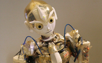 Robot - image from Wikimedia Commons