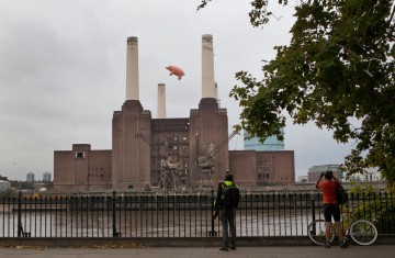 2011-09-26-pink-floyd-pig-at-battersea-power-station-06