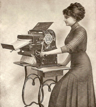 1913_Victoria_Copying_Machine