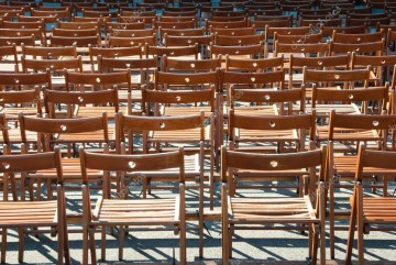 depositphotos_4633360-stock-photo-lots-of-wooden-chairs